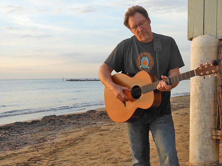 Op 19 oktober start (eindelijk) het nieuwe seizoen. We verwelkomen terug in Acoustic Alley: Tim Grimm, ditmaal terzijde gestaan door zijn zoon Jackson. Lees verder »