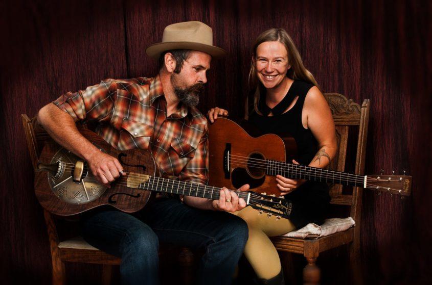 Dit duo uit British Columbia, Canada ontving afgelopen maand in eigen land de prestigieuze JUNO Award voor Beste Traditionele Roots Album, én terecht! Want nmet 'Sweet Old Religion' hebben...